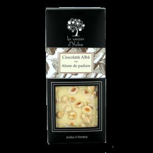 Tabletă de ciocolată albă cu alune de pădure