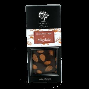 Tabletă de ciocolată cu lapte și migdale