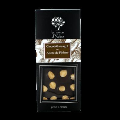 Tabletă de ciocolată neagră cu alune de pădure
